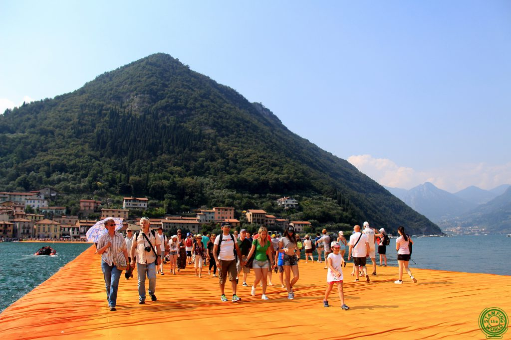 Visitatori sul Floating Piers