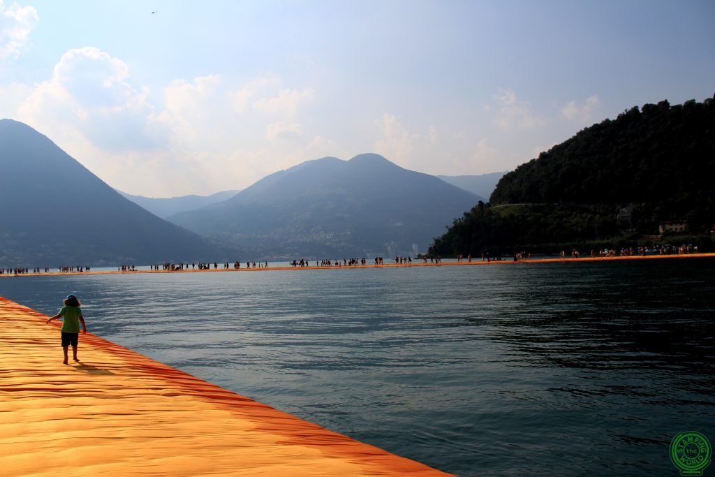 Bambino sul Floating Piers