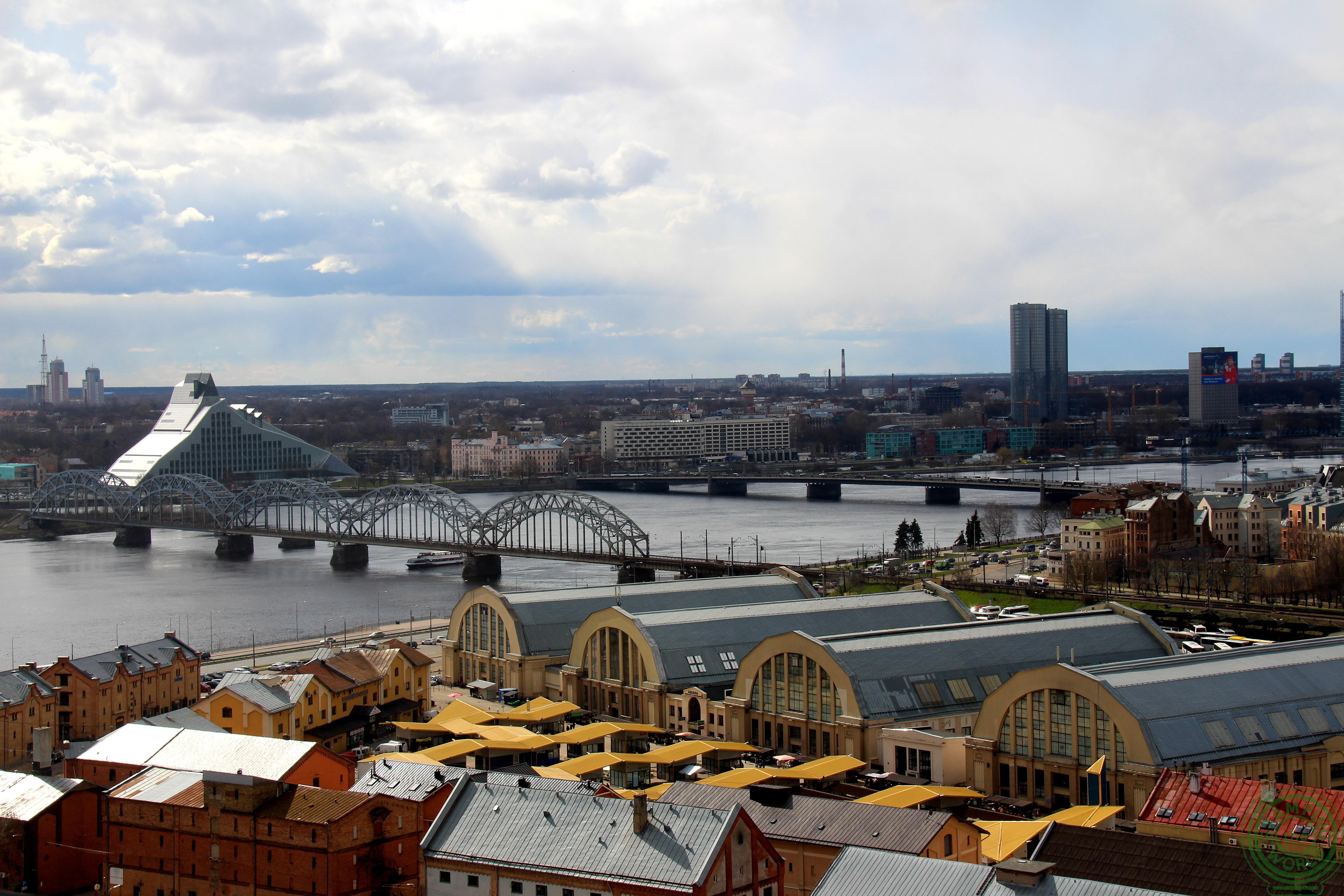 vista dall'Accademia delle Scienze - il quarteire russo di Riga