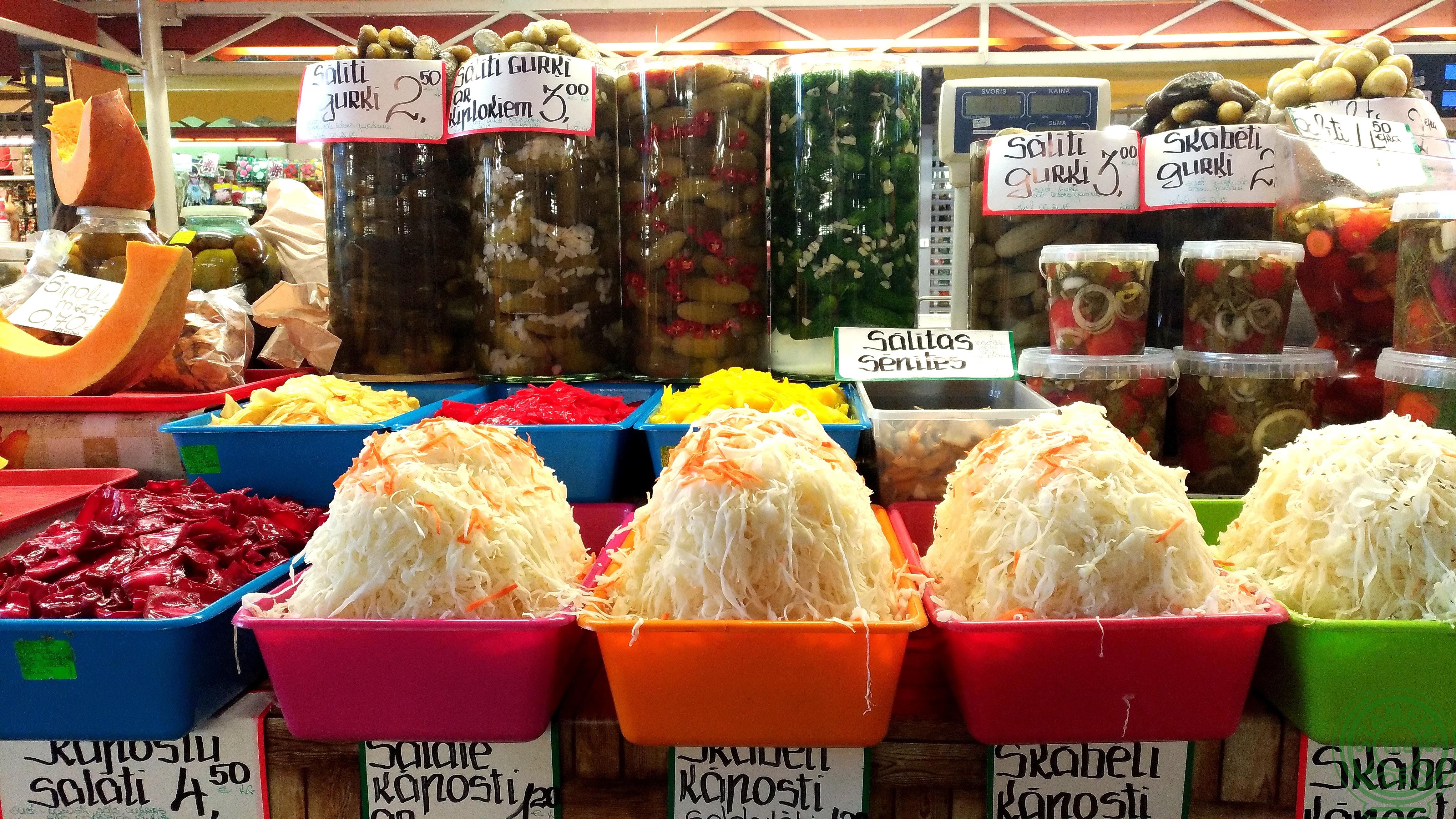 il mercato centrale di Riga - insalata di cavolo