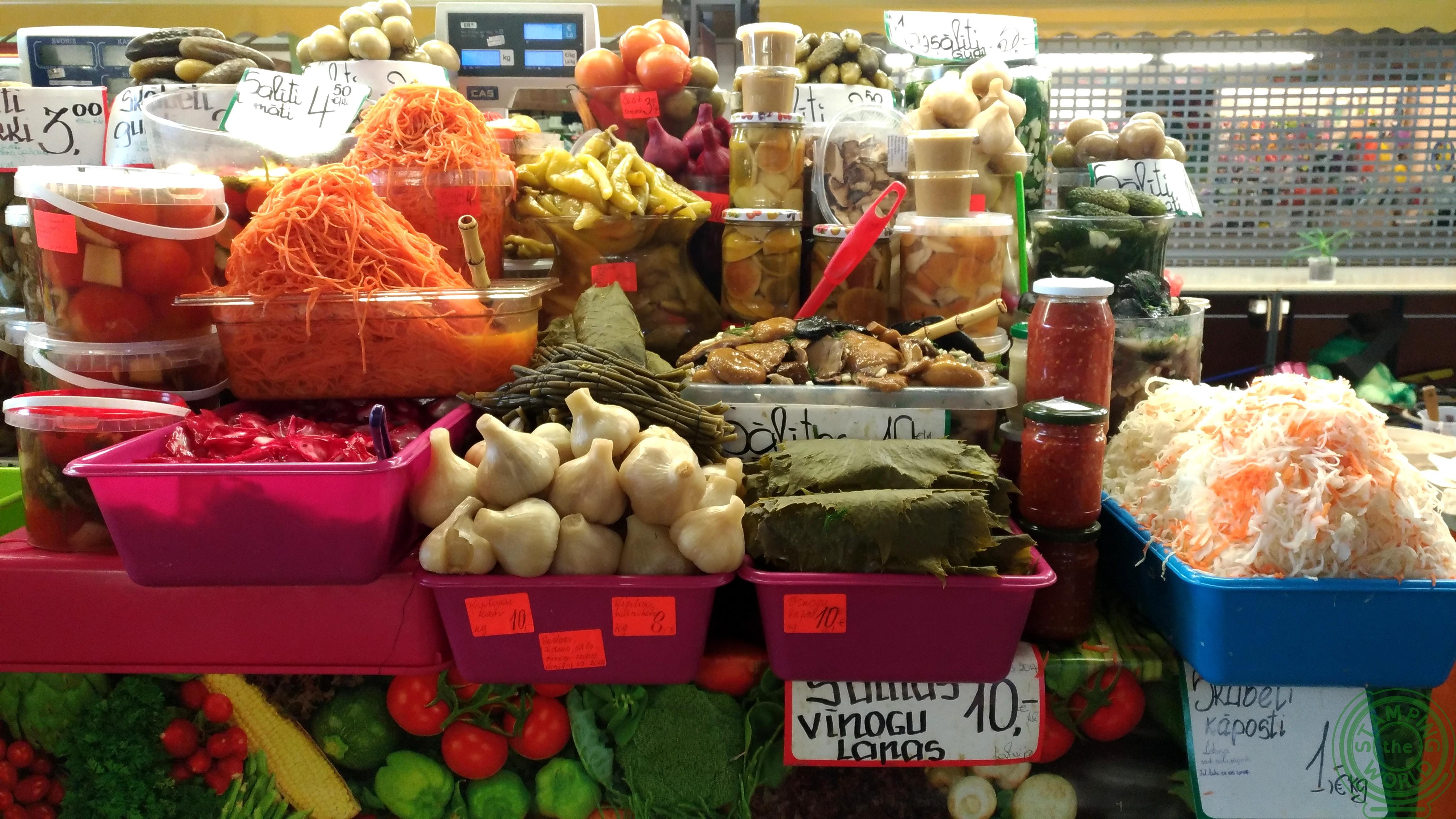 il mercato netrale di Riga - verdure a volontà