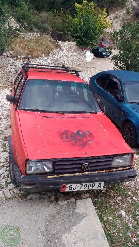 Tipica auto albanese - Muoversi in Albania