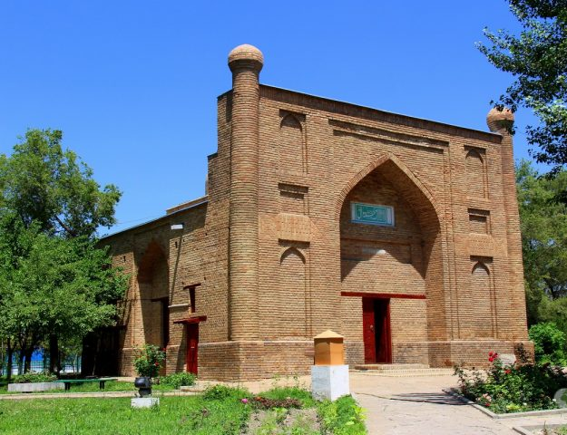 Mausoleo di Karakhan - Taraz