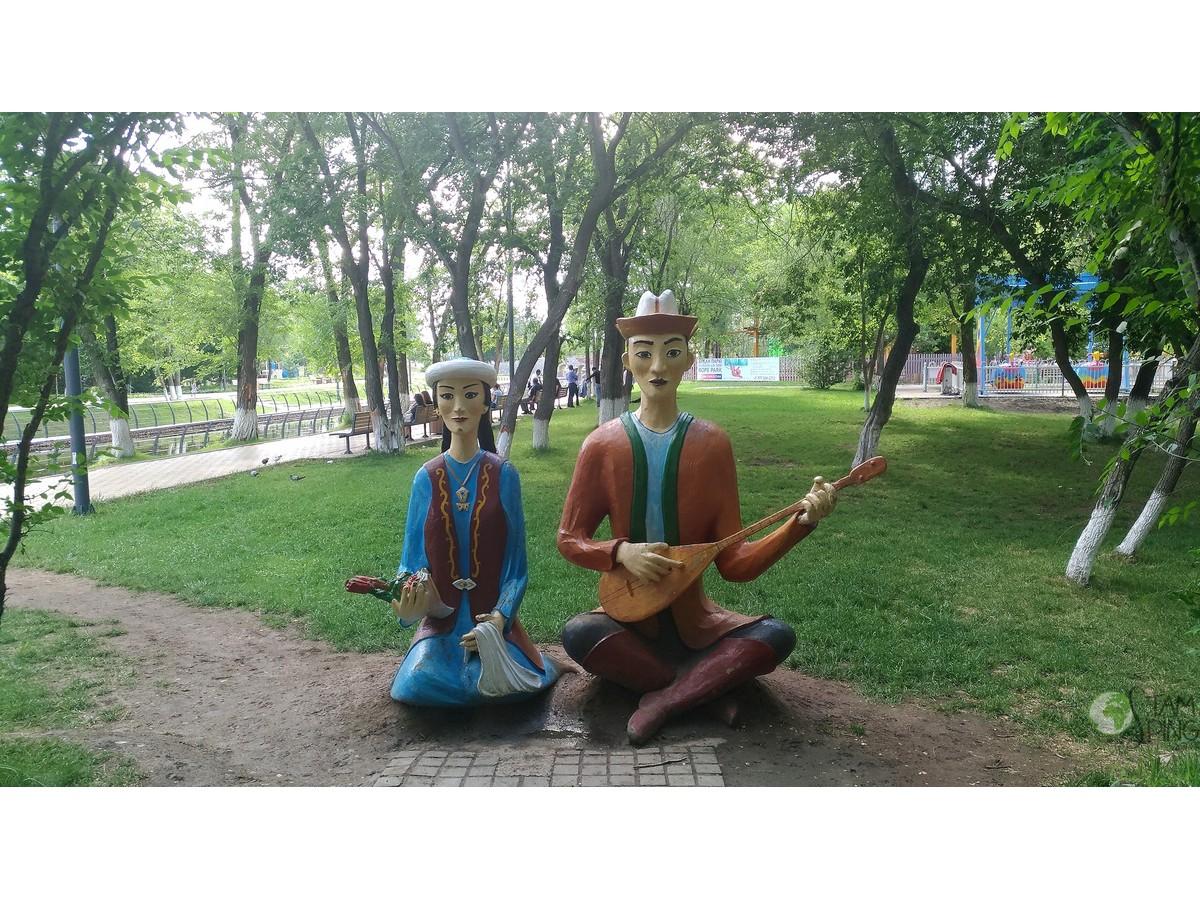 Statue canterine - leggenda nomadi Kazakistan