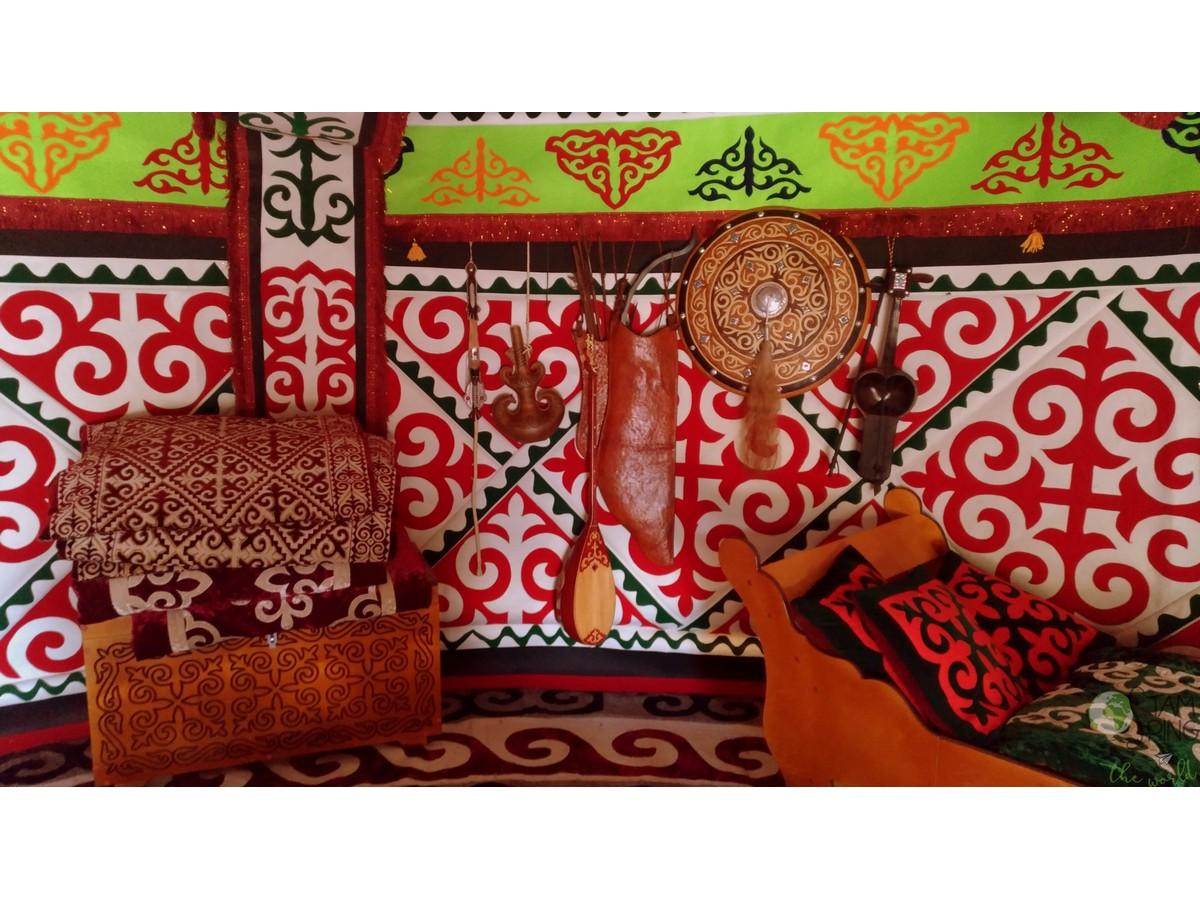 interno yurta - leggenda nomadi kazakistan
